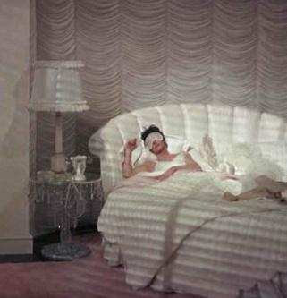 mames-bedroom-1-611x343